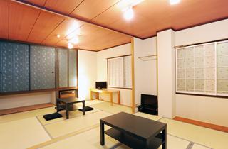 合宿やファミリーに人気の広々和室