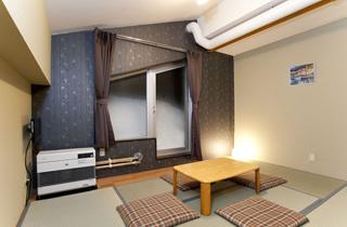 Japanese-style room (6 tatami mats)